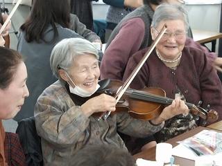 ヴァイオリン演奏体験.jpg