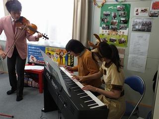 一緒にピアノ演奏.jpg