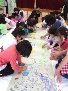 子どもたちとのアートワーク.JPG